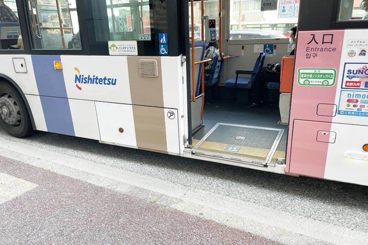 This is a photo of a low-floor bus used in urban areas in Japan. The ramps are not automatic. The bus driver manually sets up a ramp to help wheelchair users get on and off the bus.