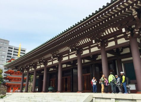 This is a picture of Tochoji Temple in Fukuoka City. You can see the vermilion five-story pagoda behind the large roof of the main shrine. This image is also linked to the One Day Tour and Program page.