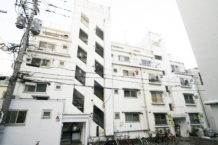 The picture of the Reizenso building which Trip Insight Corp. is located in. The building is a five-story white building that was renovated from a former apartment complex.